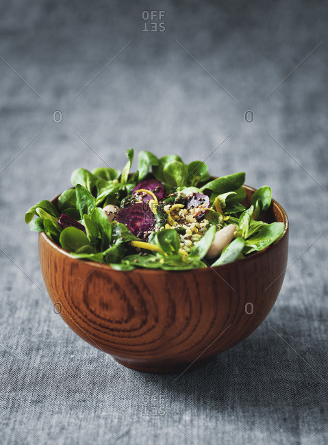 Summer salad with lamb's lettuce and beetroot in a wooden bowl