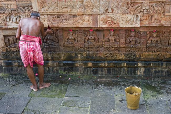 India, Orissa, Bhubaneswar, Parsurameswara temple, 7th Century, Brahman performing a ritual
