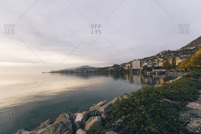 Scenic view of lake Geneva against cloudy sky