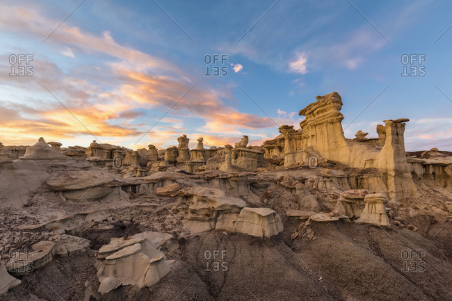 USA- New Mexico- San Juan Basin- Valley of Dreams- Badlands- Ah-shi-sle-pah Wash- sandstone rock formation- hoodoos at dusk