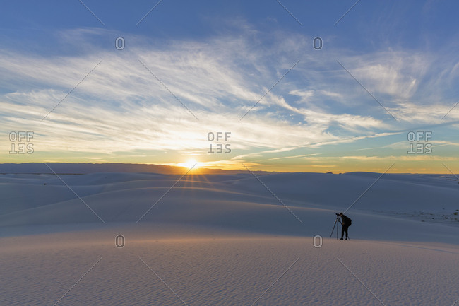 USA- New Mexico- Chihuahua Desert- White Sands National Monument- man photographing