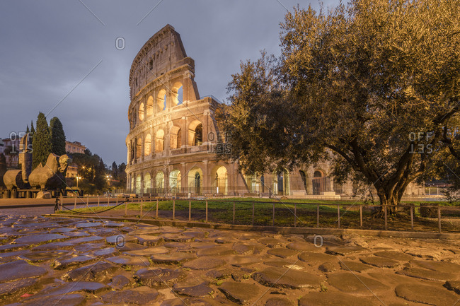 Dusk lights on the Colosseum, the old Flavian Amphitheatre, and symbol of the city, UNESCO World Heritage Site, Rome, Lazio, Italy, Europe