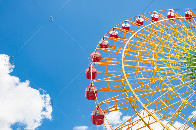 Colorful ferris wheel with clear day.