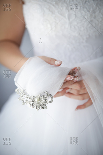 Bride holding her headpiece with veil