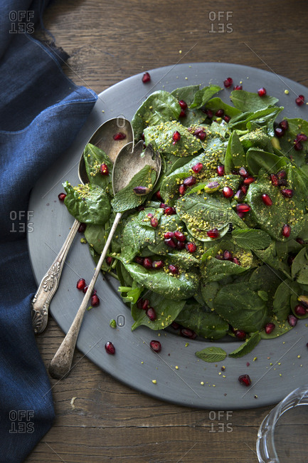 Baby spinach, mint & pomegranate salad