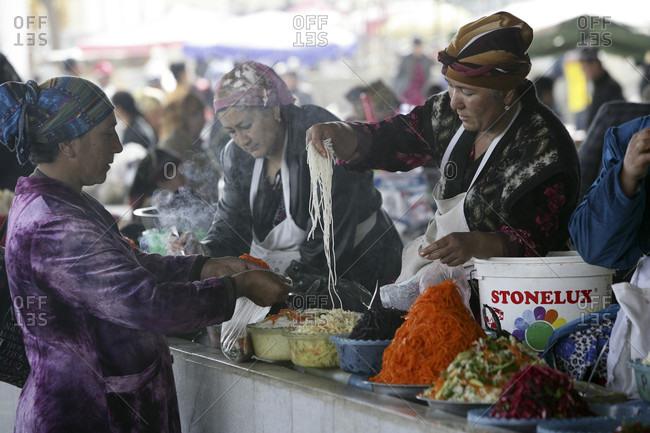 Samarkanda, Samarkanda, Uzbekystan - April 9, 2010: Market in Samarkanda