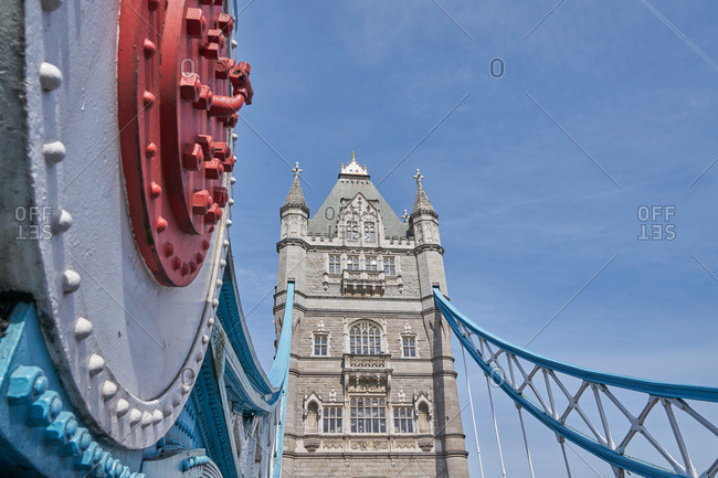 Steel suspension and single tower on the Tower Bridge in London