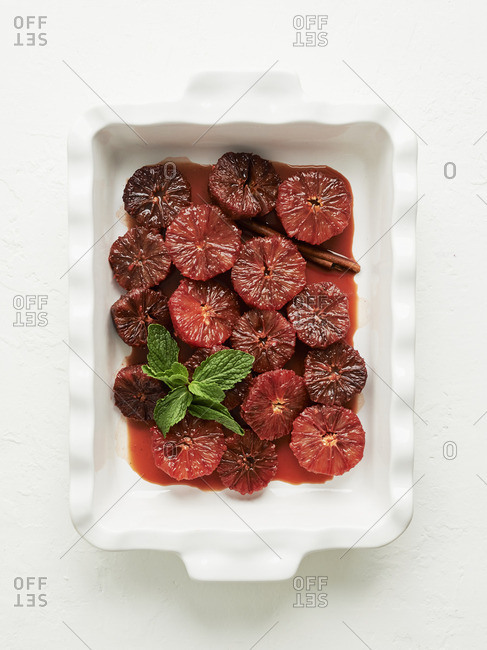Blood oranges with cinnamon and caramel sauce