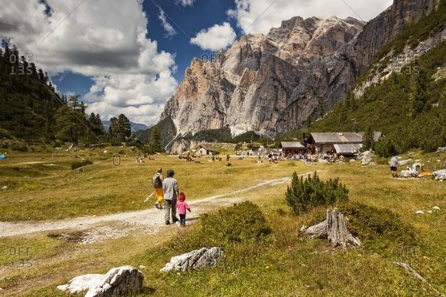 Tourists walking along the path of Scotoni hut