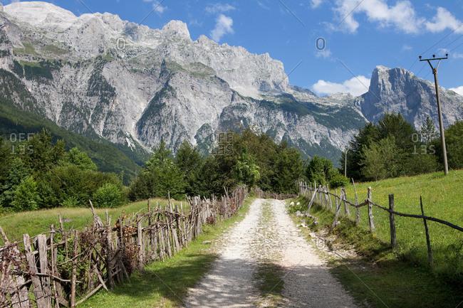 Path leading through mountain valley