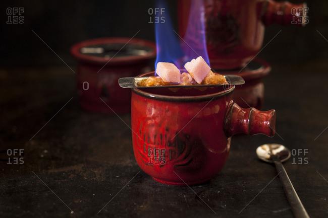 Preparing Feuerzangenbowle