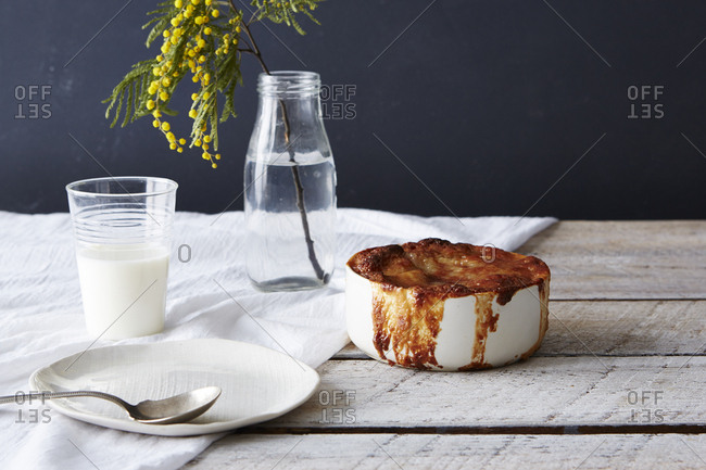 Dish of onion soup with melted cheese