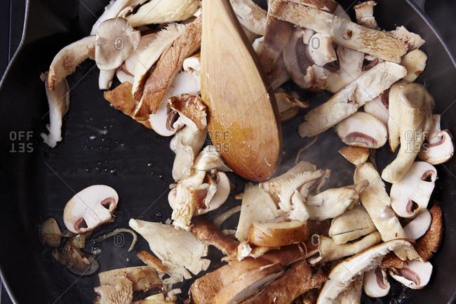 Sauteing mushrooms in skillets