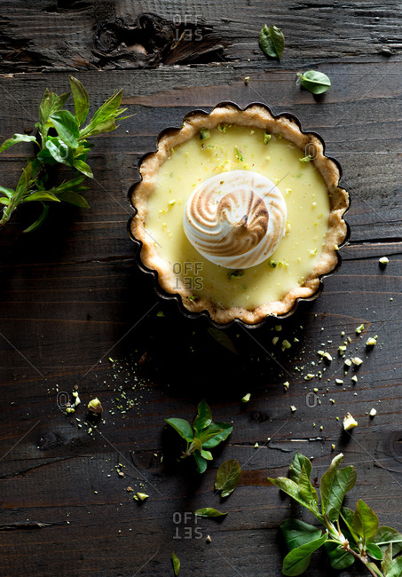 Lime meringue tart with pistachios