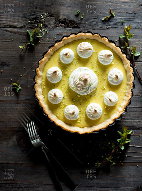 Lime pie with toasted meringue