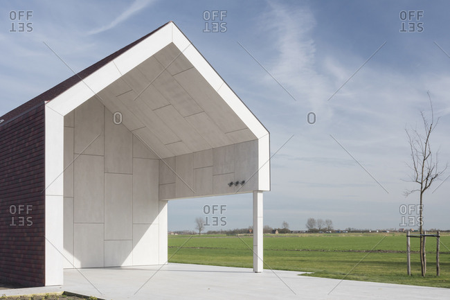 Front of a barn-style modern home in Belgium