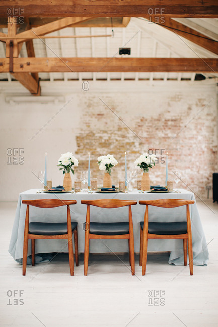 Blue and white modern dining table decor