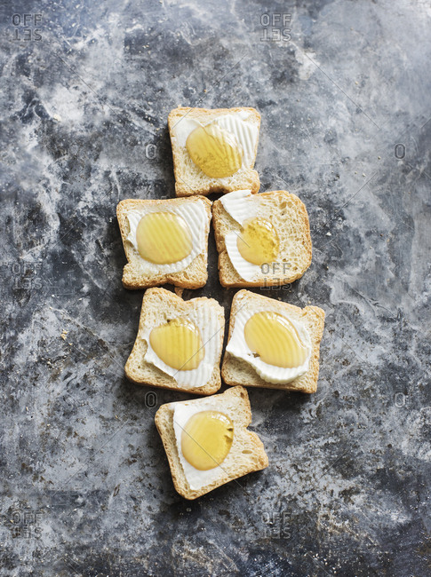 Mini toasts served with cream cheese and honey