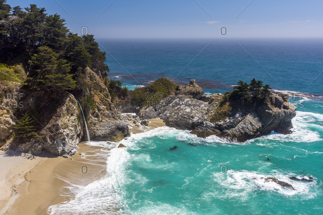 USA, California, Big Sur, Pacific Coast Highway, Julia Pfeiffer Burns State Park, McWay Cove, McWay Falls