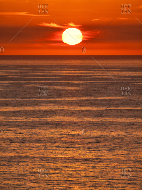 USA, California, La Jolla, Fiery sun drops into the Pacific Ocean