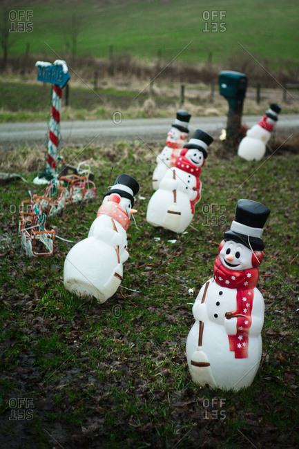 Snowmen decorations on a front lawn