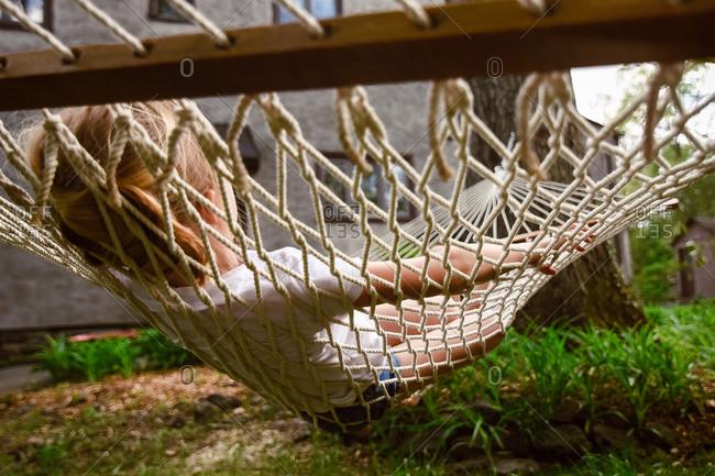 Girl lying in hammock - Offset
