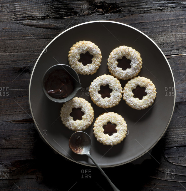Linzer Cookies with Chocolate Filling