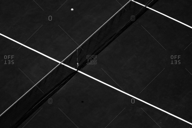 Net and boundary lines intersecting on a tennis court