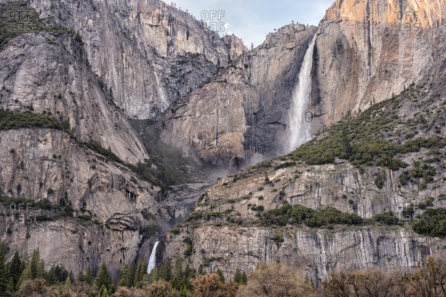 Waterfall rushing from the top of a tall cliff in Yosemite National Park