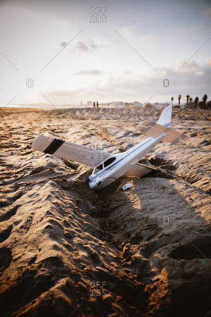 A plane lying in the sand
