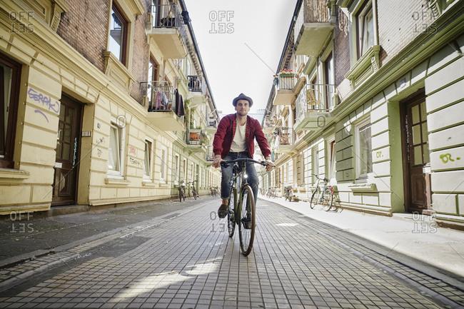 Germany, Hamburg, St  Pauli, Man riding bicycle in he city