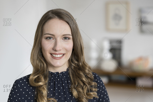 Portrait of smiling woman looking in camera