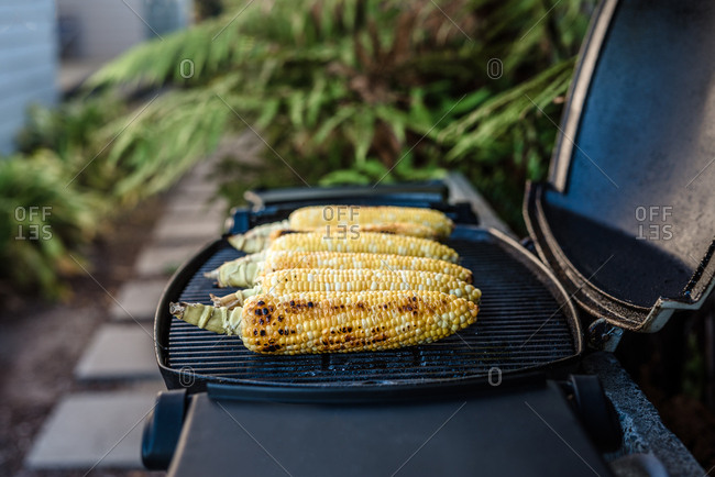 Row of corn on the cob on a small grill