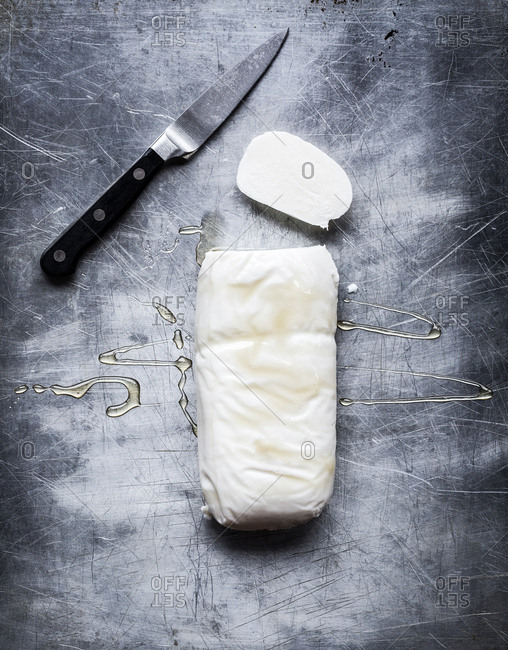 Mozzarella with honey by knife