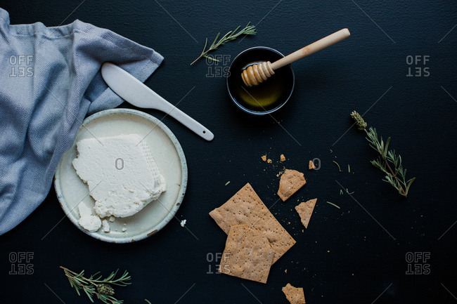 Crackers with honey and cheese