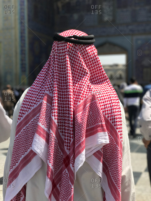 Muslim man back wearing Arabic traditional fashion