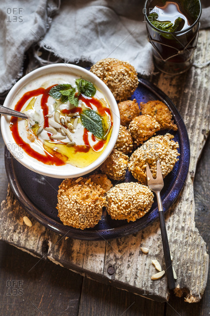 Millet falafel with spicy mint-yogurt-sauce and Moroccan mint tea