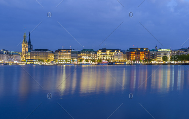 Germany- hamburg- Binnenalster- View of the city in the evening