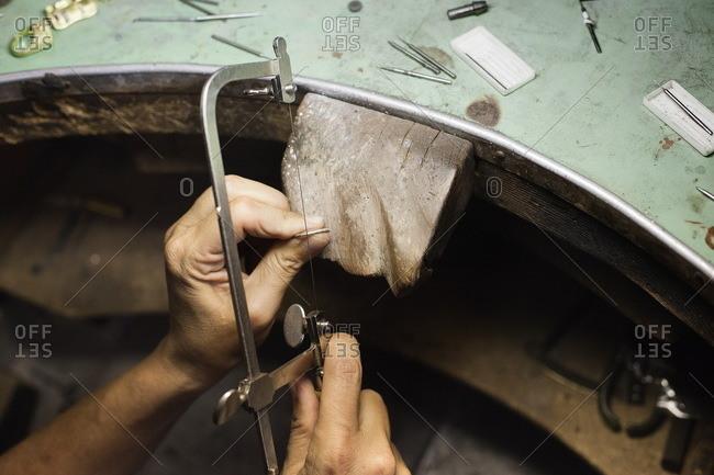 Jewelry making using handsaw
