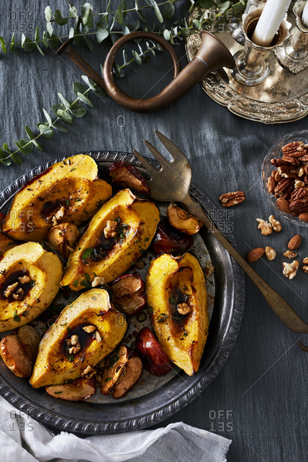 Baked acorn squash with walnuts