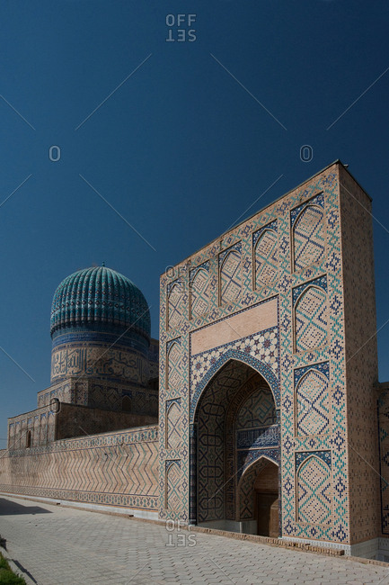 The south gate of the Bibi-Khanym Mosque.