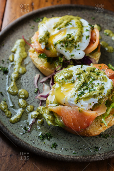 Smoked salmon with poached eggs on toast
