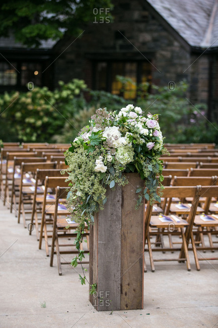 Flower post for outdoor wedding
