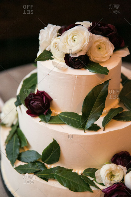 Cake with leaves and roses