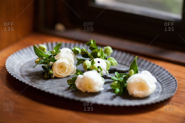 Boutonnieres with pins on tray
