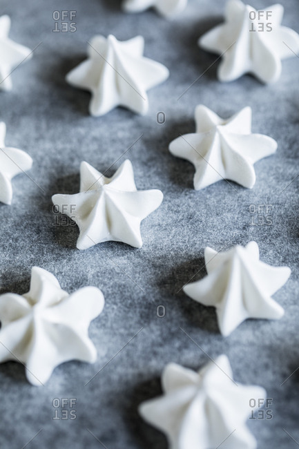 Star-shaped meringue puffs lining a baking sheet