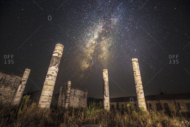 Lean flow pit Dong Fu ruins at night