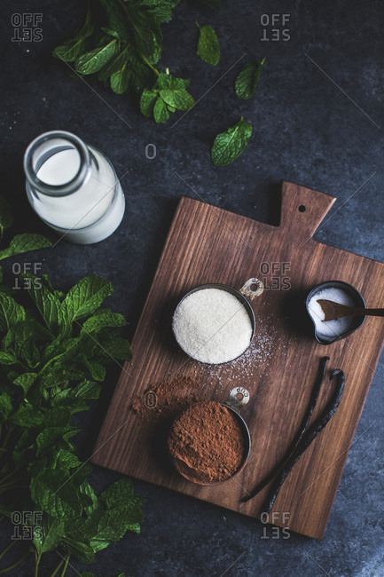 Ingredients for mint hot cocoa on a wooden board.