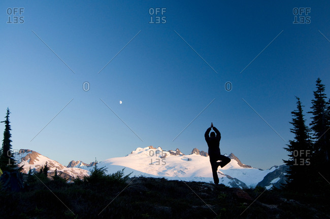 Woman in yoga pose in the mountains, Redoubt Whatcom Traverse, North Cascades National Park, WA, USA