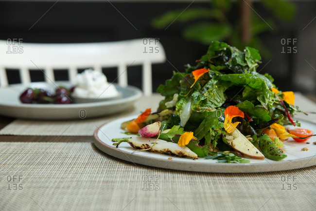 Salad with roasted carrots